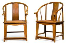 A PAIR OF 'HUANGHUALI' HORSESHOE-BACK ARMCHAIRS<BR> EARLY 20TH CENTURY |