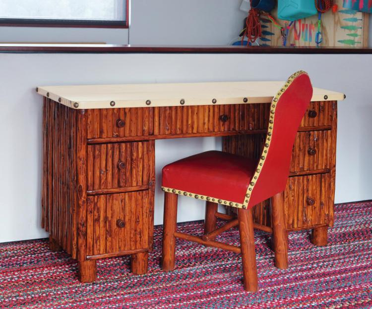 THOMAS MOLESWORTH | Desk
