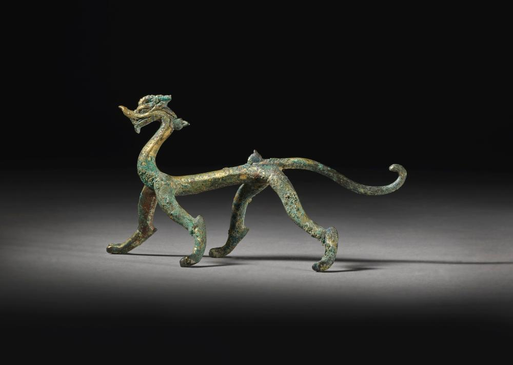 AN EXCEPTIONAL GILT-BRONZE DRAGON SIX DYNASTIES |