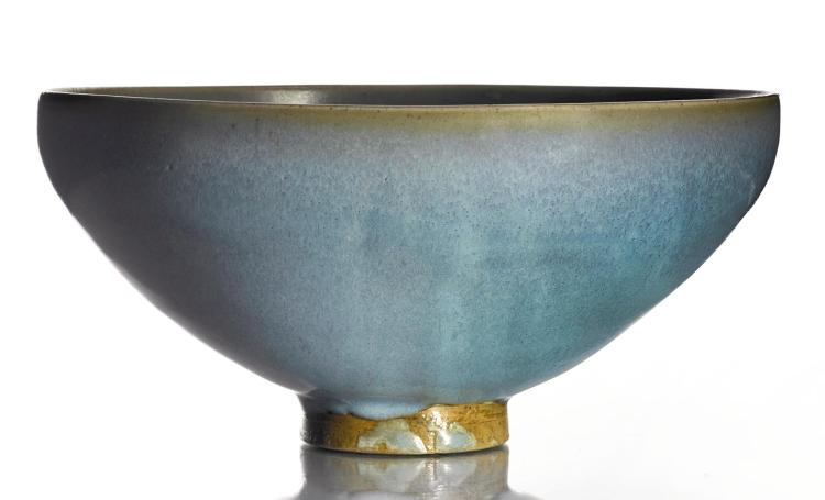 A LARGE LAVENDER-BLUE 'JUN' BOWL SONG / JIN DYNASTY |