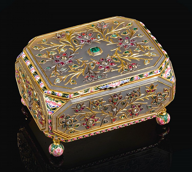 A GEM-SET AND ENAMELLED AGATE BOX, INDIA, 19TH CENTURY |