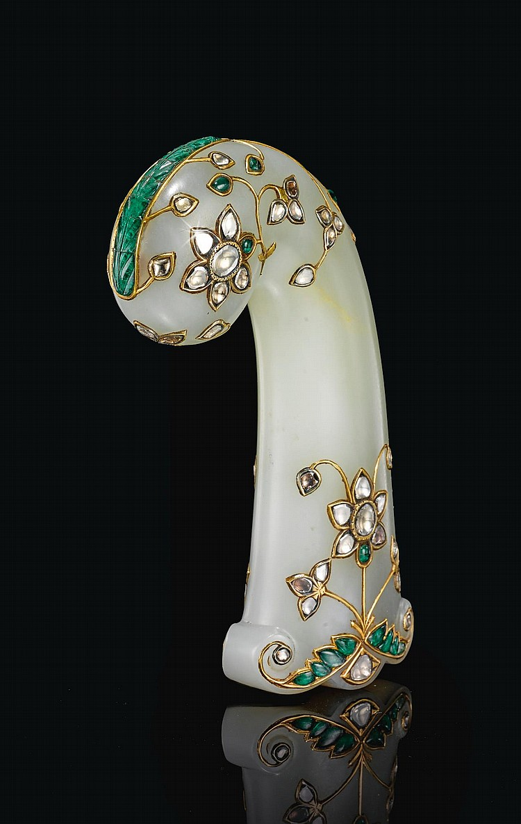 A LARGE MUGHAL DIAMOND AND EMERALD-SET JADE HILT, INDIA, 18TH/19TH CENTURY |
