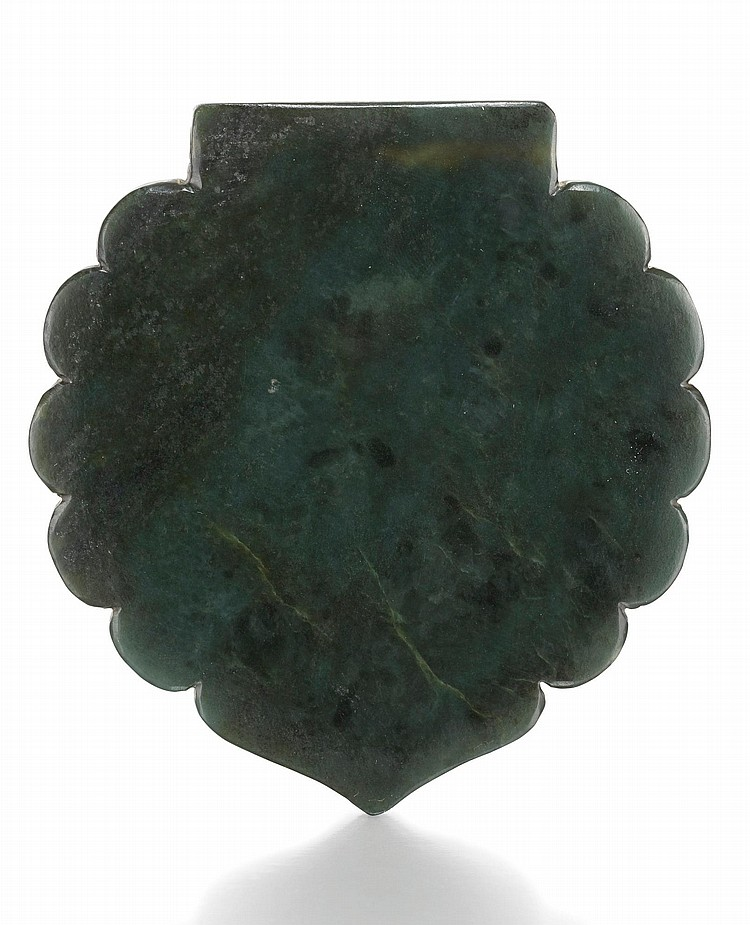 A LOBED SPINACH-GREEN JADE PLAQUE, TURKEY OR PERSIA, 17TH/18TH CENTURY |