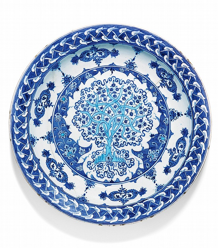AN EXCEPTIONAL IZNIK BLUE AND WHITE POTTERY DISH, TURKEY, CIRCA 1520 |