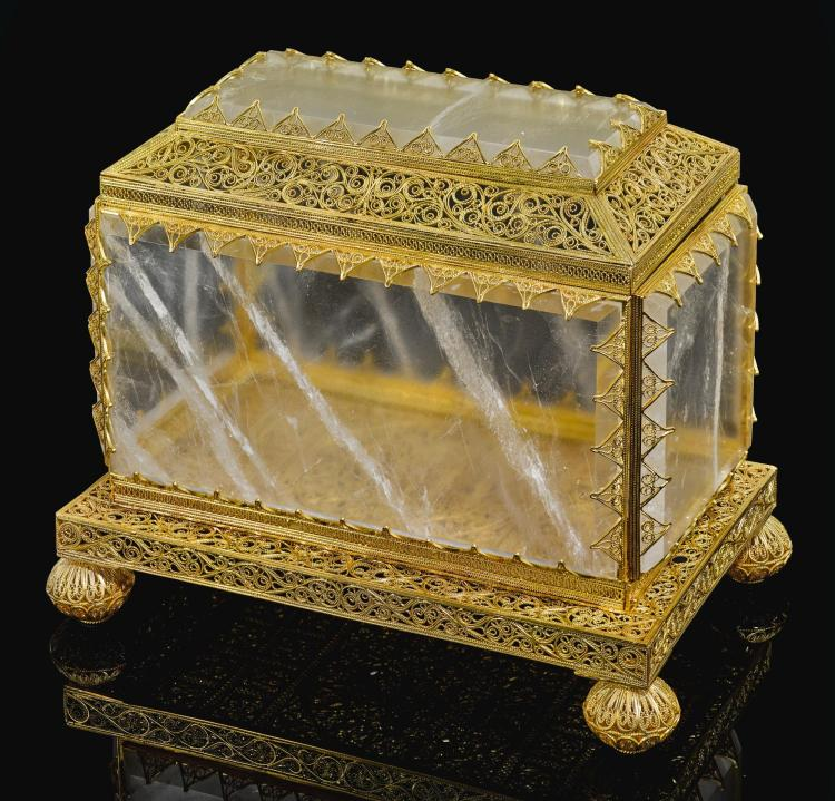 A RARE INDO-PORTUGUESE ROCK CRYSTAL CASKET WITH GOLD FILIGREE MOUNTS, INDIA, GOA, LATE 17TH CENTURY/EARLY 18TH CENTURY |