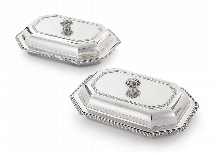 A PAIR OFGEORGE IIISILVERENTRÉE DISHES AND COVERS, PAUL STORR, LONDON, 1800 |