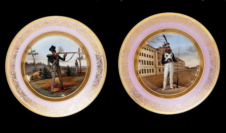TWO PORCELAIN PLATES WITH MILITARY SCENES, BERLIN PORCELAIN MANUFACTORY, GERMANY, CIRCA 1840