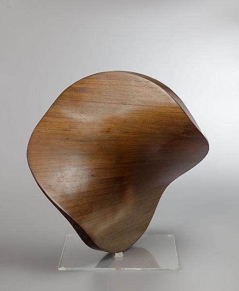 Josef Staub 1931 Holzskulptur auf Plexiglasplatte montiert und auf Plexiglassockel gestellt
