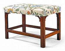 CHIPPENDALE MAHOGANY BENCH, AMERICA OR ENGLAND, CIRCA 1780 |