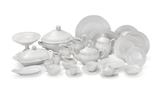 An extensive Richard Ginori Vecchio bianco porcelain dinner service (251)