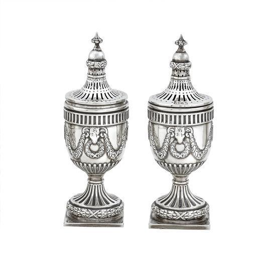 A pair of Edwardian silver casters, H. Matthews, Birmingham 1904/5 (2)