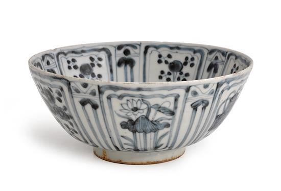 A blue and white bowl Ming dynasty, Wanli period