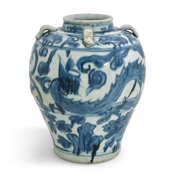A blue and white Swatow 'dragon' jar late Ming dynasty