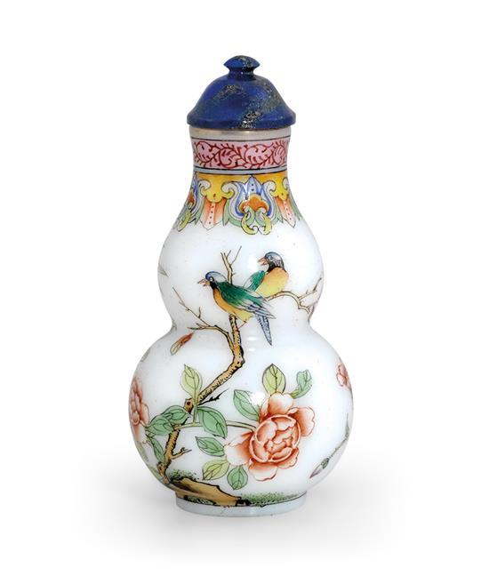 An enamelled glass snuff bottle (2)