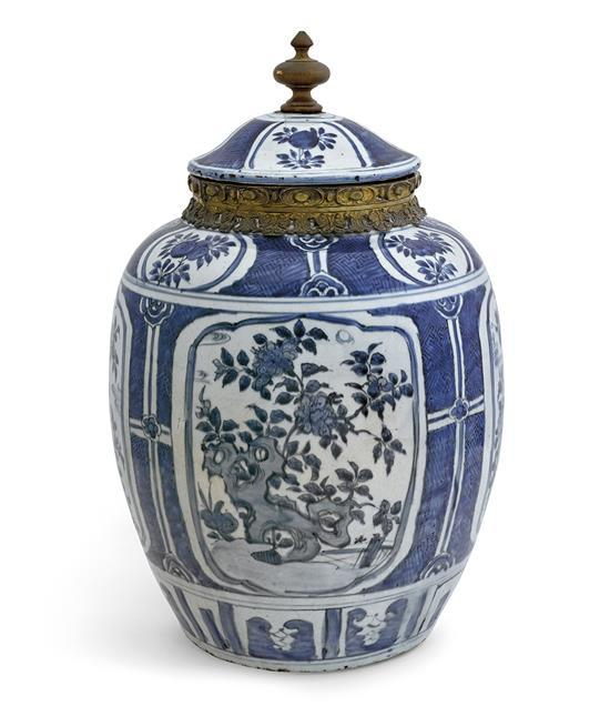 A large blue and white jar and cover Ming dynasty, Wanli period (2)