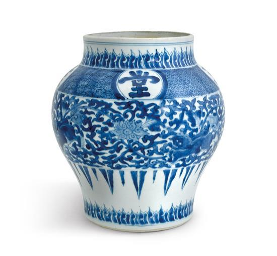 A blue and white jar Qing dynasty, Kangxi period