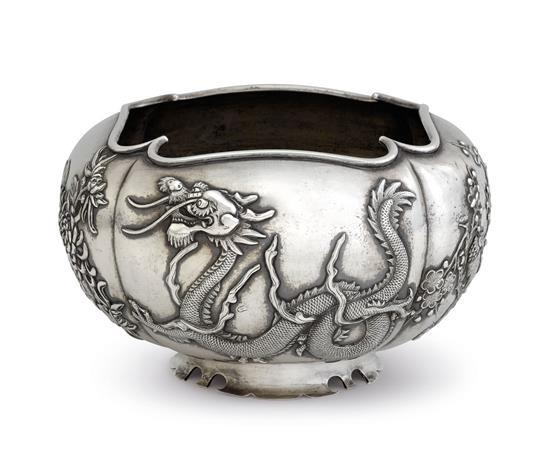 A Chinese silver bowl, 19th/20th century
