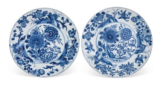 A pair of blue and white peony dishes Qing dynasty, Kangxi period (2)