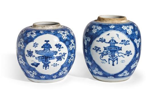 Two blue and white jars Qing dynasty, Kangxi period (4)