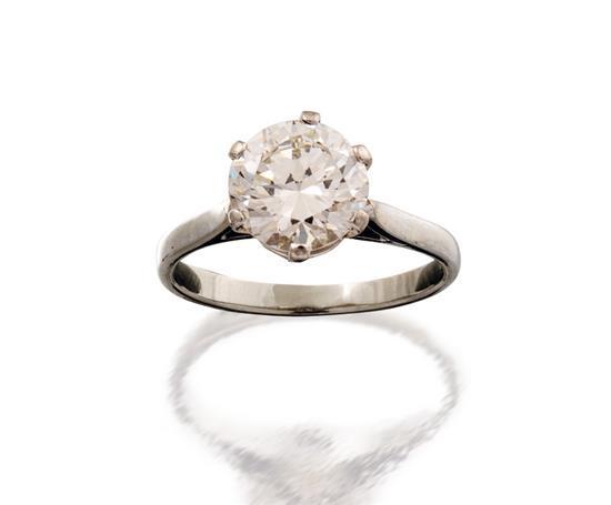 18ct white gold and diamond ring