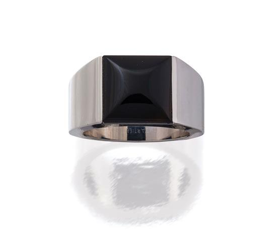 18ct white gold and onyx ''Tank'' ring, Cartier, circa 1998