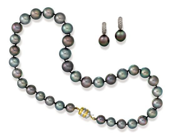 Tahitian pearl necklace and earrings