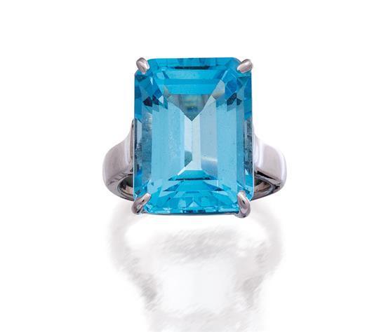 18ct white gold and aquamarine ring