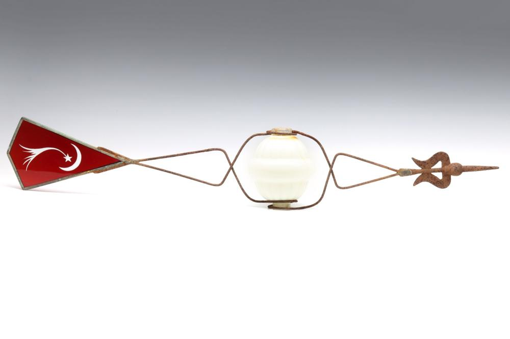 A BALL-MOUNT VANE WITH RUBY CUT TO CLEAR COMET