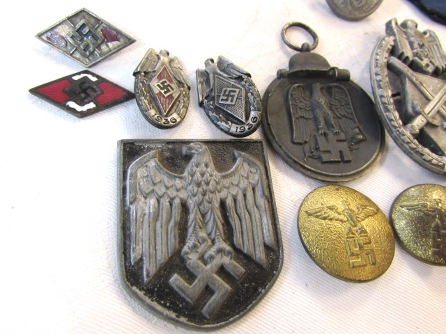 ORIG WWII GERMAN NAZI PIN BADGE MEDAL BUTTON LOT
