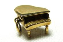 14K GOLD PIANO CHARM MOVABLE 2.8GR  MUSICIAN MUSIC