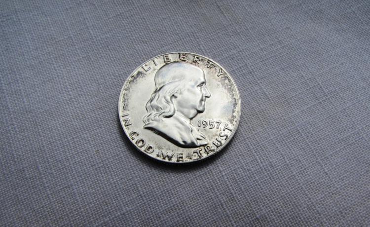 1957 FRANKLIN HALF DOLLAR SILVER UNC