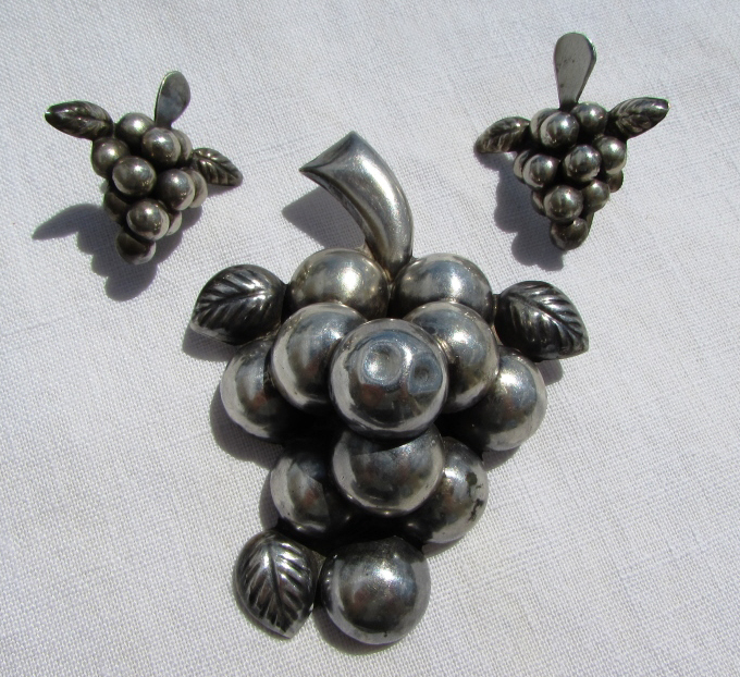 TAXCO STERLING SILVER PIN & EARRING SET 33GR GRAPE