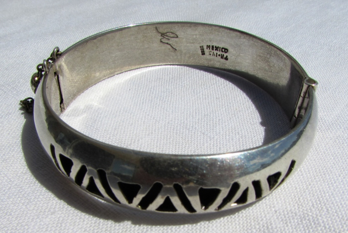 TAXCO STERLING SILVER BANGLE BRACELET TM-143