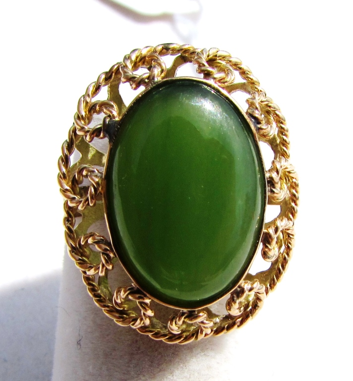 14k YELLOW GOLD JADE RING VINTAGE GREEN
