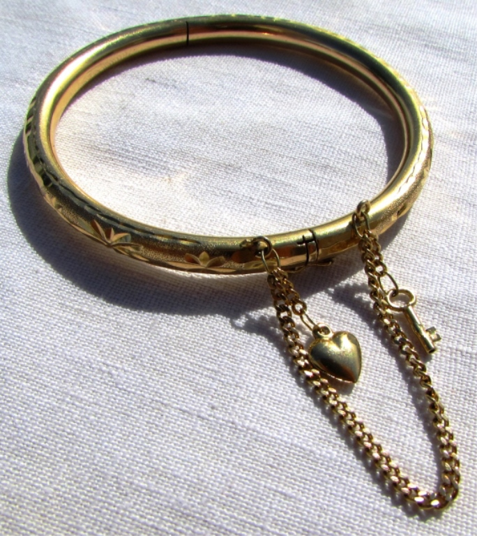 18k GOLD BANGLE BRACELET SAFETY CHAIN HEART KEY