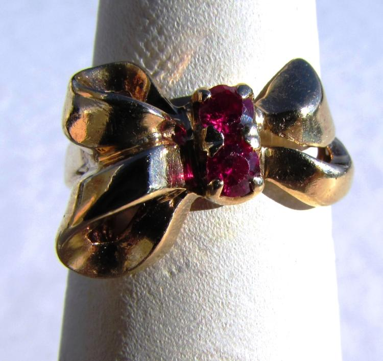 14K YELLOW GOLD RED STONE BOW RING 3.5 g