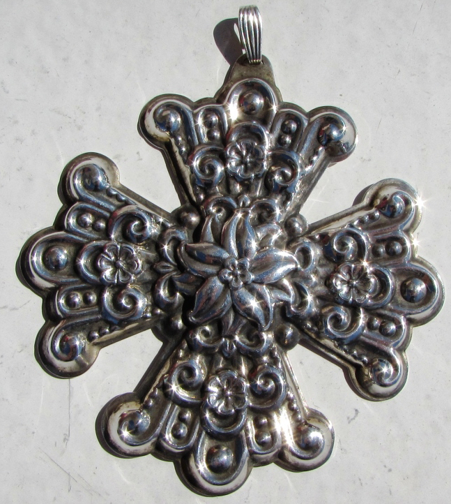 1974 STERLING SILVER CHRISTMAS ORNAMENT CROSS R&B