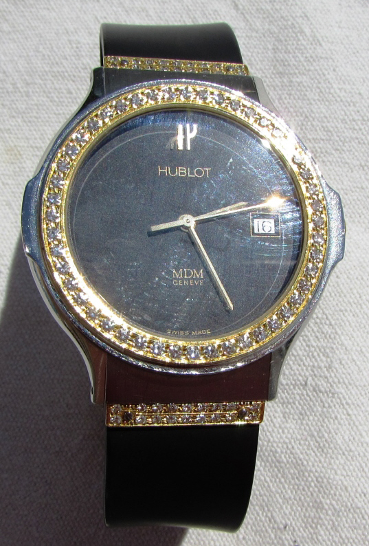 HUBLOT 18k GOLD DIAMOND WATCH MDM MODELE DEPOSE