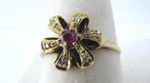 10K GOLD RUBY DIAMOND RING FLORAL