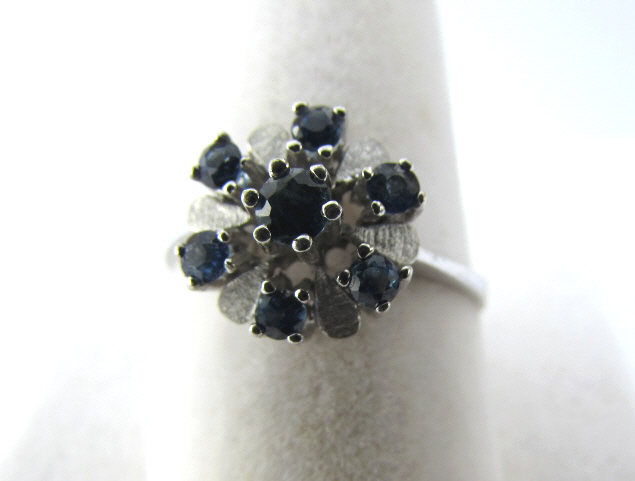 14K WHITE GOLD SAPPHIRE RING 2.8 g FLORAL PETALS