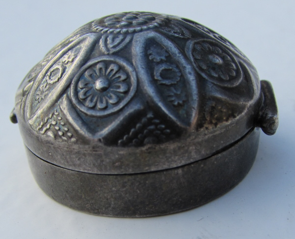 STERLING SILVER REPOUSSE COVERED PILL BOX