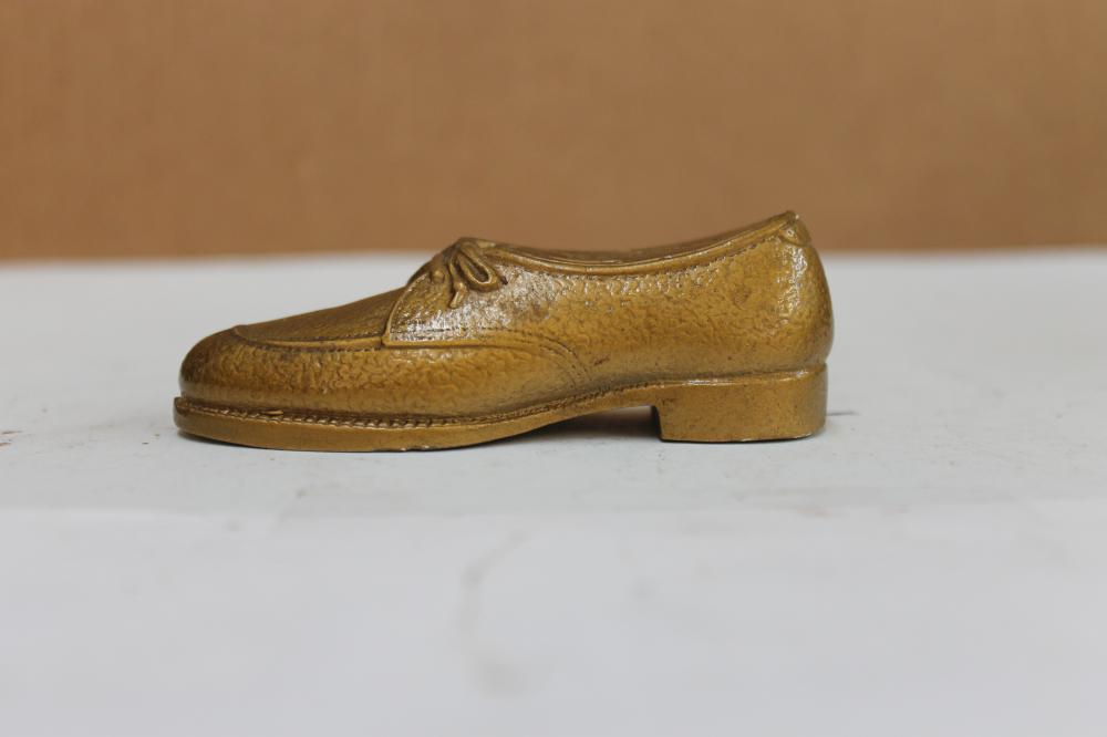 Thom McAnn Shoe