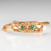 A Vintage bangle bracelet with emeralds