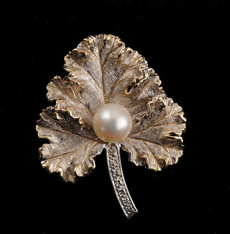 WHITE GOLD, DIAMOND AND PEARL LEAF-SHAPED PIN