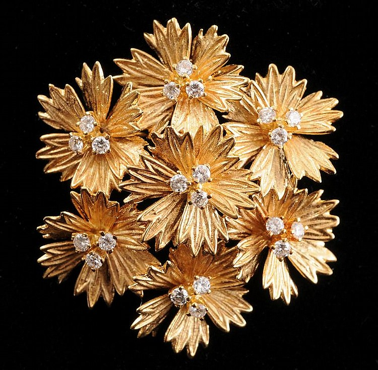 18K GOLD AND DIAMOND FLOWER PIN BROOCH