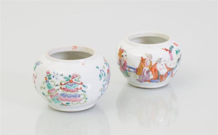 PAIR OF CHINESE FAMILLE ROSE PORCELAIN JARLETS