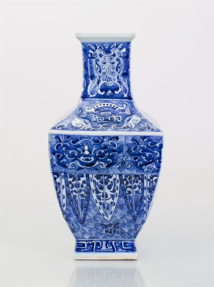 LARGE FACETED CHINESE BLUE AND WHITE PORCELAIN VASE