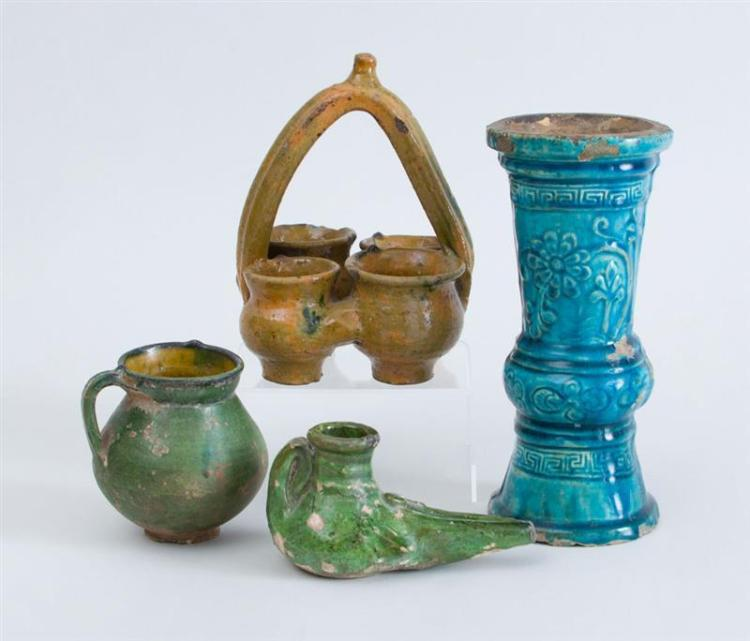 GROUP OF GLAZED POTTERY TABLE ARTICLES