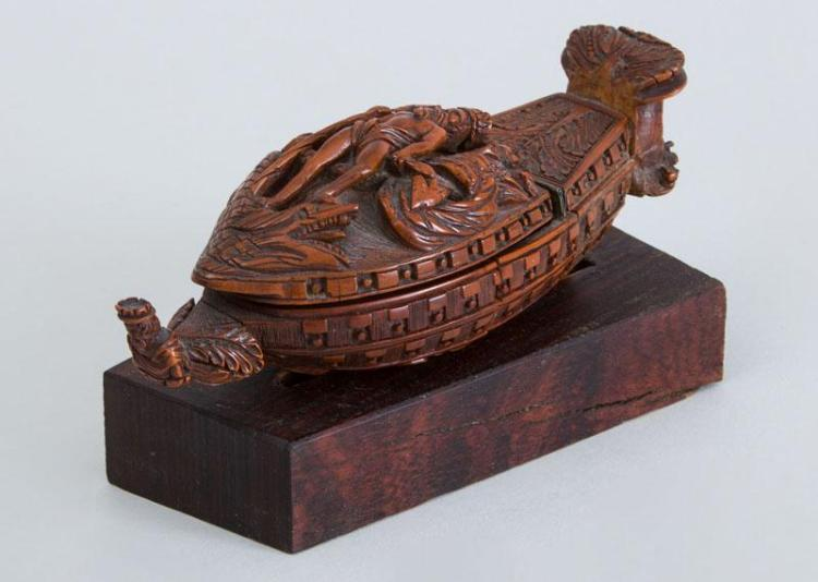 CONTINENTAL CARVED BOXWOOD SHIP-FORM SNUFF BOX