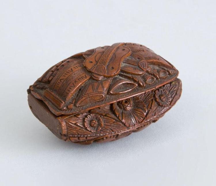 CONTINENTAL CARVED WOOD SNUFF BOX